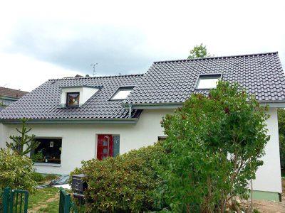 Anbau und Haupthaus in Kooperation mit Sven Stricker. Dacheindeckung Braas Achat 10V anthrazit engobiert.