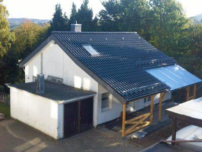 Dachsanierung mit 120mm PIR-Aufdachdaemmung. Braas Rubin 11V Dachziegel schwarz edelengobiert.