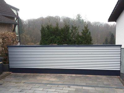 Mauerverkleidung aus Aluminium Sinuswellblech